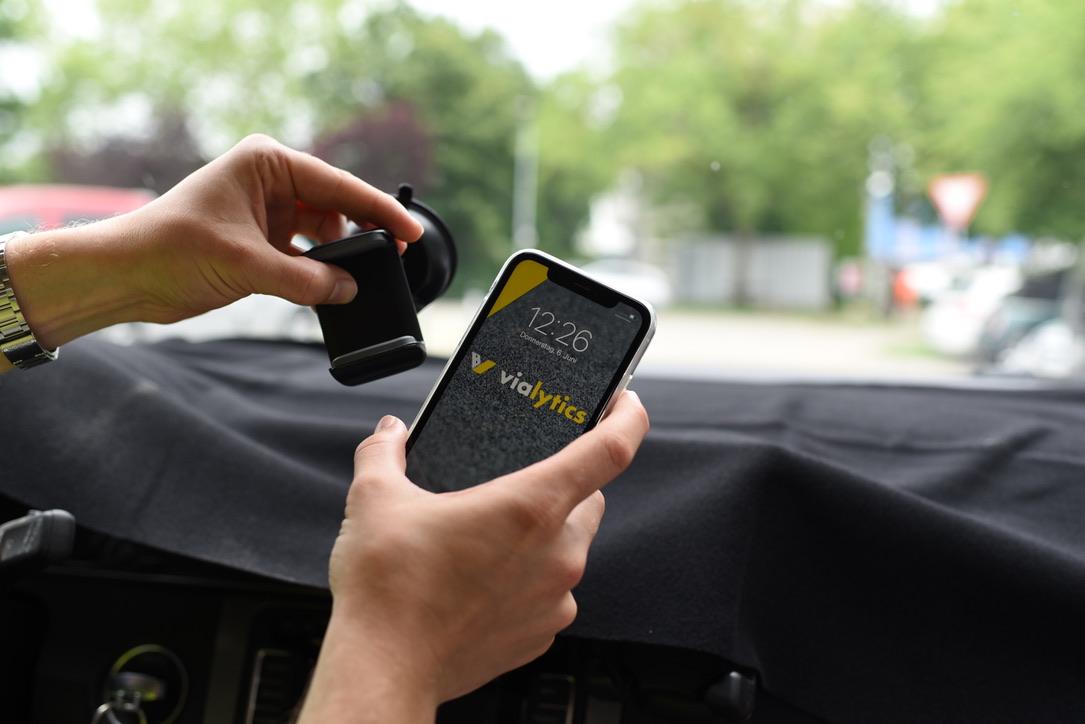 Installation Smartphone in Windschutzscheibe